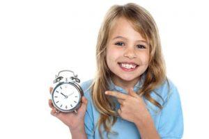 mit Kinderwecker die Uhr lernen